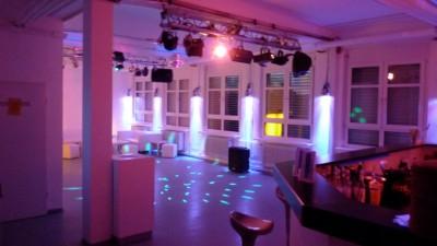 partykeller einrichten keller partyraum einrichten partykeller einrichten die besten ideen. Black Bedroom Furniture Sets. Home Design Ideas
